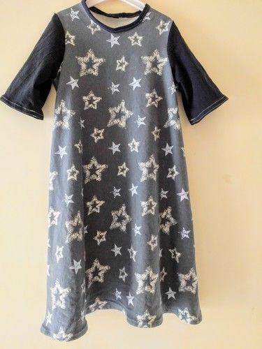 Makerist - Basic-Kleid, aus zwei verschiedenen Jersey-Stoffen, für meine Nichte, die heute 8 Jahre alt wird! Größe 134 - Nähprojekte - 1