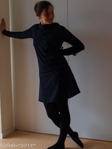 """Makerist - Hübsches Kleid aus schwarzem Bio Single Jersey """"Pusteblume""""... auch für mich.. - Nähprojekte - 1"""