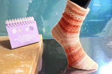 """Makerist - Socken """"Clementine"""" mit Sockenstrickkurs und -tabelle (auch für CraSyTrio-Nadeln) - 1"""