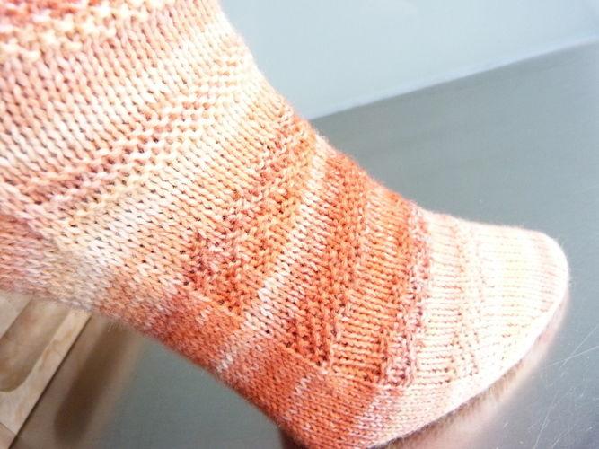 """Makerist - Socken """"Clementine"""" mit Sockenstrickkurs und -tabelle (auch für CraSyTrio-Nadeln) - Strickprojekte - 2"""