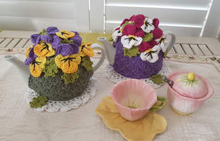 Makerist - Pansy Garden Tea Cosy  - 1