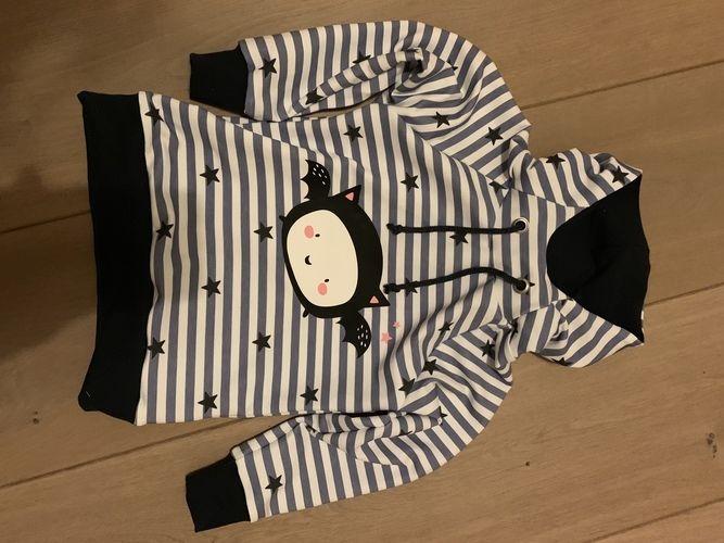 Makerist - HOODIE COMET (hier Grösse 98/104) von MIALUNA mit Fledermaus Plott von Paul&Clara - Nähprojekte - 1