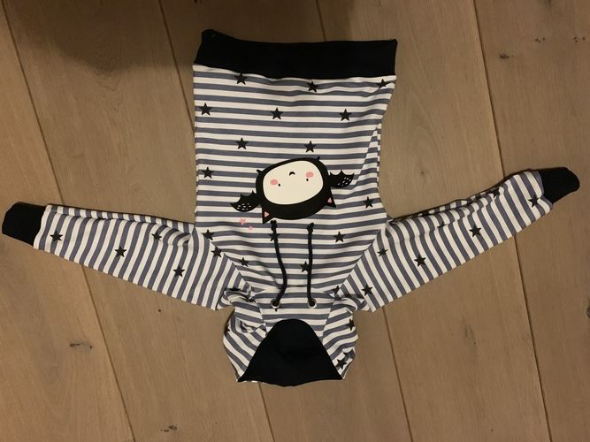 Makerist - HOODIE COMET (hier Grösse 98/104) von MIALUNA mit Fledermaus Plott von Paul&Clara - Nähprojekte - 2