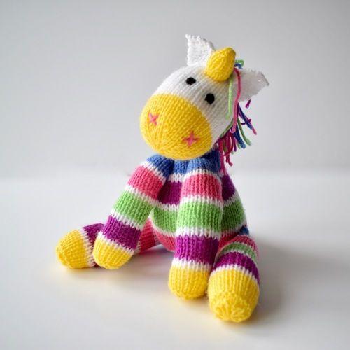 Makerist - Aurora the Unicorn - Knitting Showcase - 1