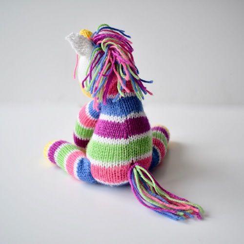 Makerist - Aurora the Unicorn - Knitting Showcase - 2