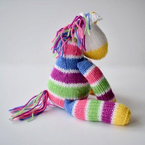 Makerist - Aurora the Unicorn - Knitting Showcase - 3