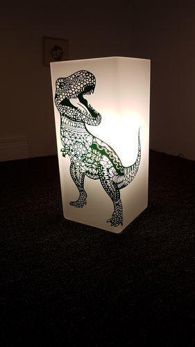 Makerist - Trex aus Vinyl folie auf eine Lampe - DIY-Projekte - 1