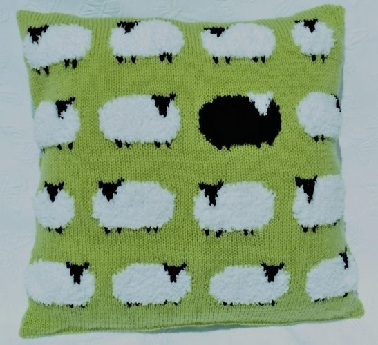 Makerist - Flock of Sheep Cushion - Knitting Showcase - 1