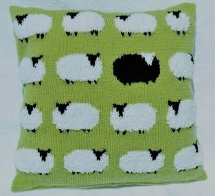 Makerist - Flock of Sheep Cushion - 1