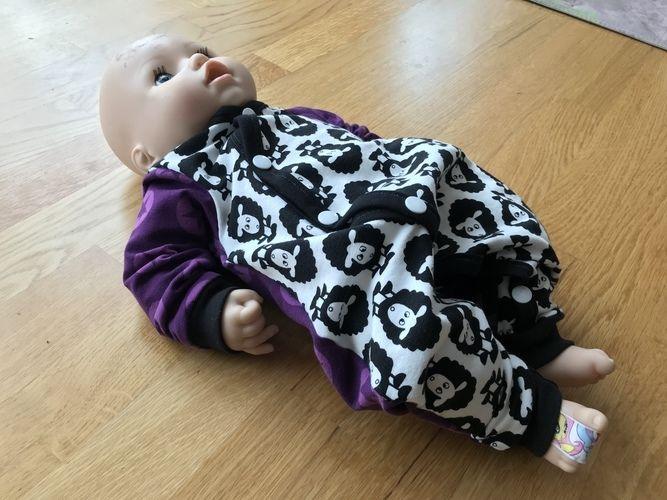Makerist - Süßer Strampler 😍 - ein Geschenk zur Geburt mit ganz viel Liebe gemacht 🥰 - Nähprojekte - 3