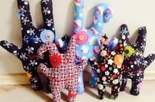 Makerist - Monsterkissen mit kleiner Tasche auf dem Po aus Baumwollstoff für Mädchen und Jungen - 1