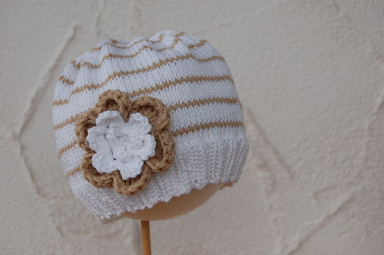 Makerist - Strickmütze mit großer Blume - Strickprojekte - 1