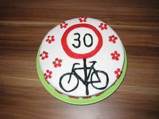 Makerist - Birthday Cake Fondant Cover - 1