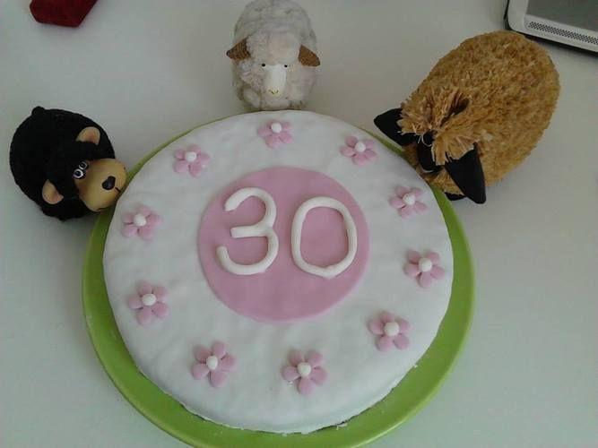 Makerist - Torte die zweite, Rollfondant Cover - Torten, Cake Pops und Cupcakes - 1