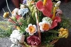 Makerist - gehäkelte Blumen im geflochtenen Korb - 1