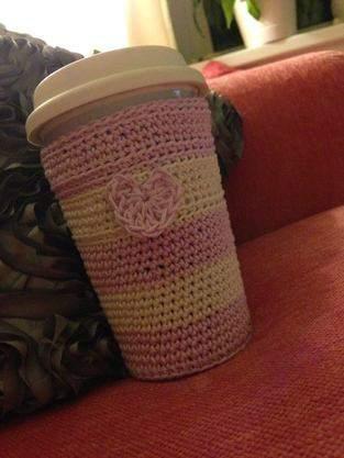 Makerist - Gehakeltes Wintermäntelchen für Coffe-to-go-Becher  - 1