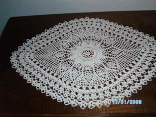 Makerist - Eine schöne gehäkelte Decke für mein Schränkchen... - 1