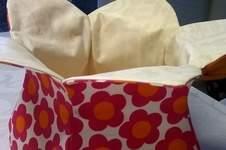 Makerist - Blütenutensilo für eine liebe Freundin, genommen habe ich Baumwollstoff und Vlieseline S320 - 1