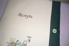 Makerist -  Großer gestickter Heftumschlag für Sammelrezepte meiner Tochter - 1