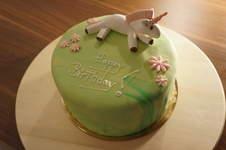 Makerist - Einhorn Regenbogen Torte - 1