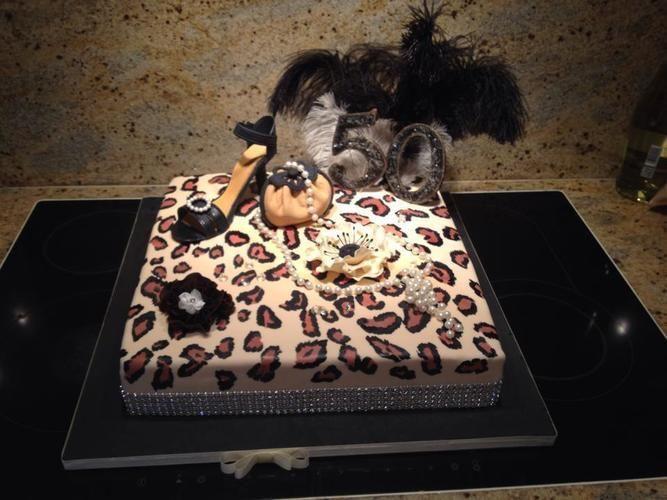 Makerist - Modetorte 50er für eine Freundin - Torten, Cake Pops und Cupcakes - 1