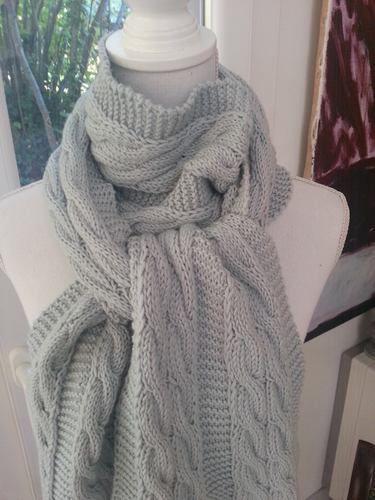 3fe88eb3c18 Makerist - Echarpe bleue torsadée en laine mérinos tricotée à la main -  Créations de tricot ...