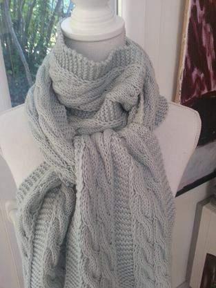 Makerist - Echarpe bleue torsadée en laine mérinos tricotée à la main - 1