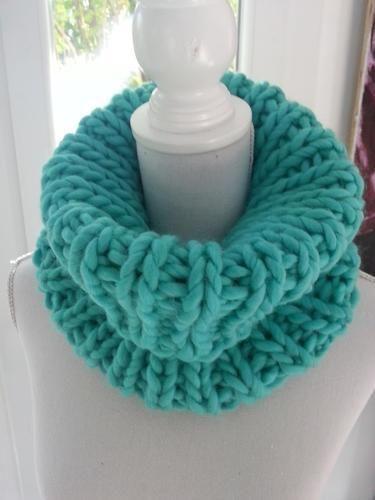 e4ce43d069d3 Makerist - Col snood turquoise fait main en grosse laine péruvienne -  Créations de tricot -