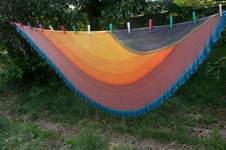 Makerist - Ein Riesentuch. 1800m BW/Kaschmirgarn von Orange Sox. Die Farben heissen Coral Sunset und Sommergewitter. Es ist der Sommernachtstraum von Tanja Steinbach. - 1