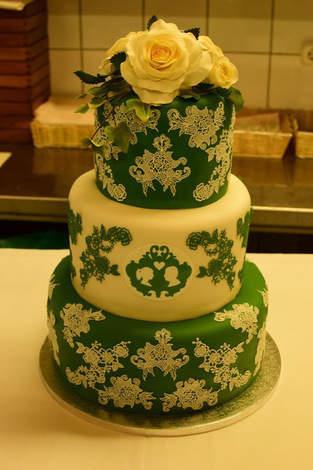 Makerist - Hochzeitstorte mit Spitze und Perlen - 1