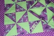 Makerist - Patchwork-Babydecke mit Dreieckpatchwork und Applikation - Anleitung - 1