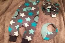 Makerist - Strampler, Stiefelchen und Halstuch für meinen Schatz - 1