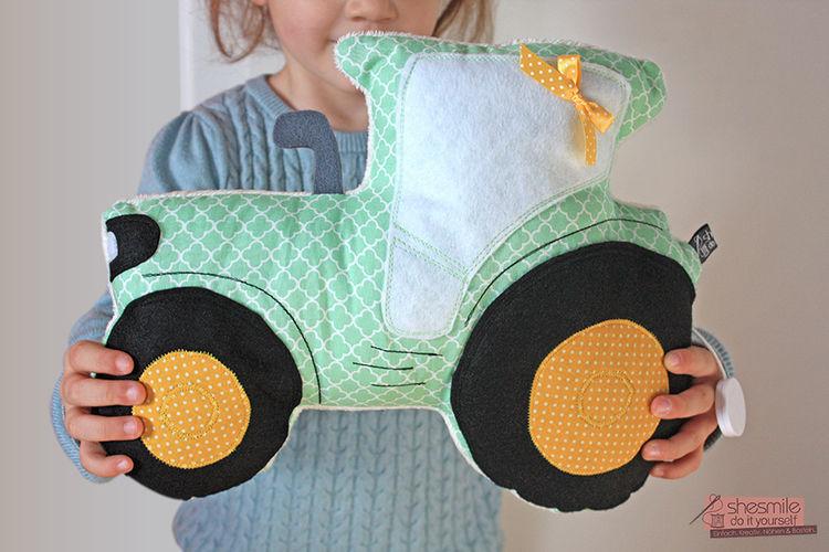 Makerist - Traktor Tom Kuschelkissen und Spieluhr - Nähprojekte - 1
