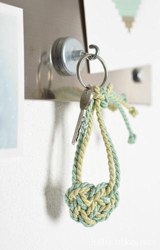 Makerist - Herzige Schlüsselanhänger knüpfen - DIY-Projekte - 1