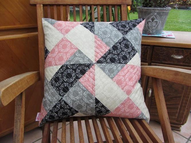 Makerist - Patchworkkissen in rosa-schwarz-grau - Patchwork-Projekte - 1
