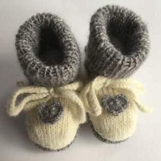 Makerist - Babyschuhe mit Herz - 1