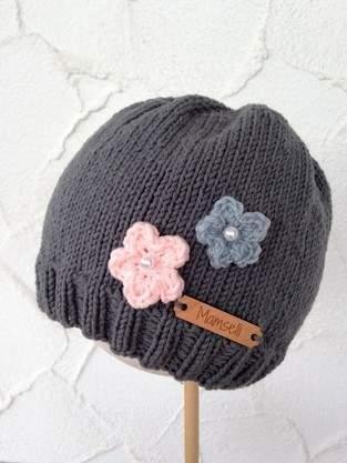 Makerist - Strickmütze mit kleinen Häkelblümchen - 1