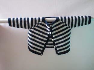 Makerist - Gilet bébé bleu marine à  rayures blanches en mérinos et son bonnet - 1
